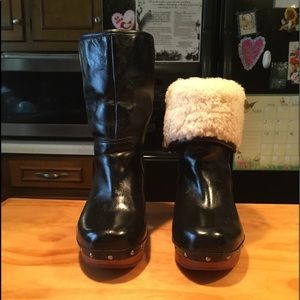 UGG Amoret Black Leather Sheepskin Clogs Boots